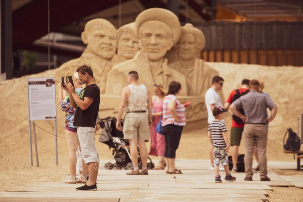 Skulptūras smilšu apmeklētāji-4_0.jpg