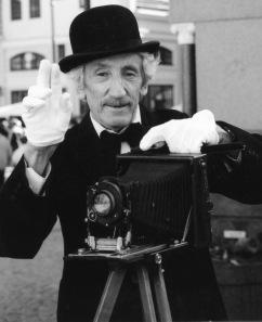 """Pētera Korsaka jubilejas fotoizstāde  """"Personības manā dzīves ceļā"""""""