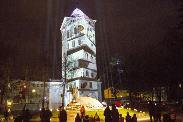 """VIDEO: """"Mītavas leģenda"""" uz Jelgavas Svētās Trīsvienības baznīcas torņa"""